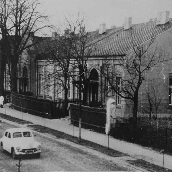 Szpital-w-Brzezinach-rok-1952-600x600